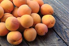 Fresh organic apricots on wood table Stock Photography
