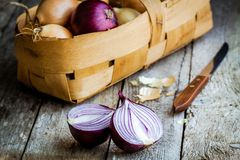 Fresh organic onions in a basket Stock Photography
