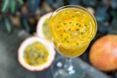 Fresh passion fruit juice Royalty Free Stock Photos
