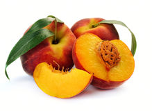 Fresh peach with green leaf Royalty Free Stock Photography