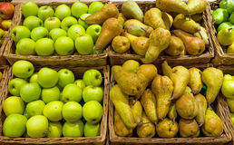 Fresh pears and apples Royalty Free Stock Images