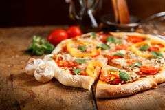 Fresh pizza Stock Photography