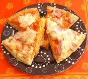 Fresh pizza. Some fresh pizza with ham and cheese Royalty Free Stock Photography