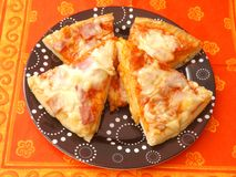 Fresh pizza. Some fresh pizza with ham and cheese Royalty Free Stock Photos
