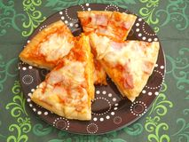 Fresh pizza. Some fresh pizza with ham and cheese Royalty Free Stock Photo