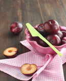 Fresh plums in a bowl. Stock Photography