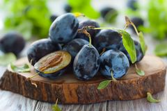 Fresh plums with leaves Royalty Free Stock Images