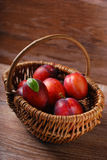 Fresh plums in a wicker basket Royalty Free Stock Photography