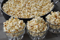Fresh popcorn in a bowl Royalty Free Stock Photos