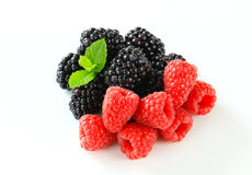 Fresh raspberries and blackberries Royalty Free Stock Photography