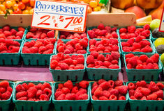 Fresh raspberries on fruit stand Royalty Free Stock Photography