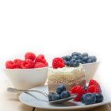 Fresh raspberry and blueberry cake Royalty Free Stock Photos