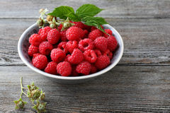 Fresh raspberry in bowl on wood Royalty Free Stock Photos