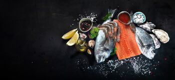 Free Fresh Raw Fish And Seafood Stock Photography - 181011922