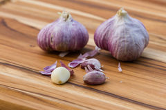 Fresh raw garlic. Close up of garden fresh raw garlic on a wooden cutting board Royalty Free Stock Images