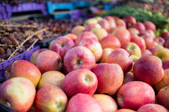Fresh red apples and vegetables in an outdoor market Royalty Free Stock Photos