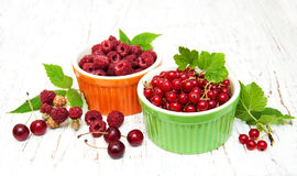 Fresh red currant and raspberries Royalty Free Stock Images