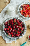 Fresh red currant on wooden table, bucket with red currant berri Royalty Free Stock Photos
