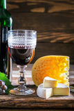 Fresh red wine with cheese and grapes Royalty Free Stock Images