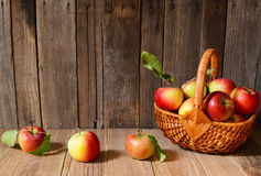 Fresh ripe apples in a wicker basket Royalty Free Stock Photos