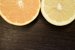 Fresh ripe cutted oranges and lemons Royalty Free Stock Photos