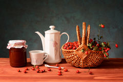 Fresh rosehip jam and tea Royalty Free Stock Photos