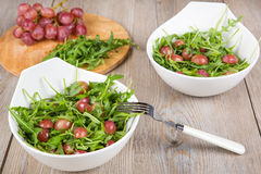 Fresh rucola salad with red grapes Royalty Free Stock Photos