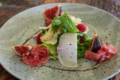Fresh salad with figs, prosciutto and goat cheese Stock Images