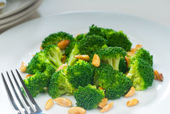 Fresh sauteed broccoli and almonds Royalty Free Stock Photos