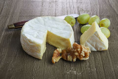 Fresh  soft  brie cheese Royalty Free Stock Photography