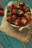 Fresh strawberries on burlap background Royalty Free Stock Photography