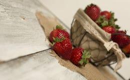 Fresh strawberries on burlap background Royalty Free Stock Photos