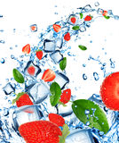 Fresh strawberries in water Royalty Free Stock Photos