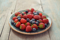 Fresh strawberry and blueberry Royalty Free Stock Photos