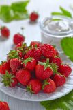 Fresh strawberry with cream cheese dip Royalty Free Stock Images