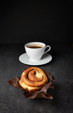 Fresh Sweet Cinnamon Roll and coffee Royalty Free Stock Photos