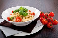 Fresh tasty pasta spaghetti with tomatoes and basil Royalty Free Stock Photography