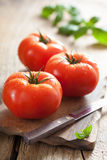 Fresh tomatoes on cutting board Royalty Free Stock Photography
