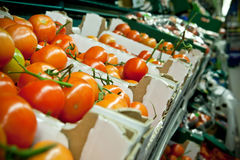Fresh tomatoes in supermarket Royalty Free Stock Images