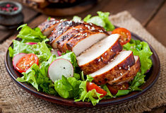 Fresh vegetable salad with grilled chicken breast Royalty Free Stock Photography