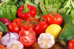 Fresh vegetables on breadboard Royalty Free Stock Photos
