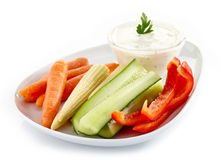 Fresh vegetables and garlic dip Royalty Free Stock Photos