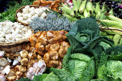 Fresh vegetables and herbs on a market stall Royalty Free Stock Photos
