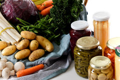 Fresh versus canned vegetables Royalty Free Stock Photos