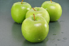 Fresh washed Granny Smith apples Stock Photos