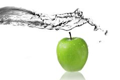 Fresh water splash on green apple Royalty Free Stock Images