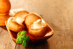 Fresh whole brown button mushrooms Royalty Free Stock Images