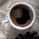 Freshly brewed mug of  black  coffee Royalty Free Stock Photography