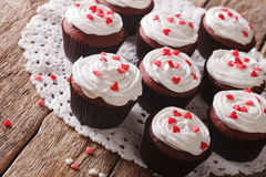 Freshly red velvet cupcakes close-up on the table. Horizontal Royalty Free Stock Photos
