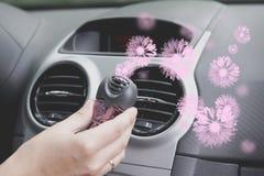 Freshner d'air de voiture monté au panneau de ventilation Photographie stock libre de droits